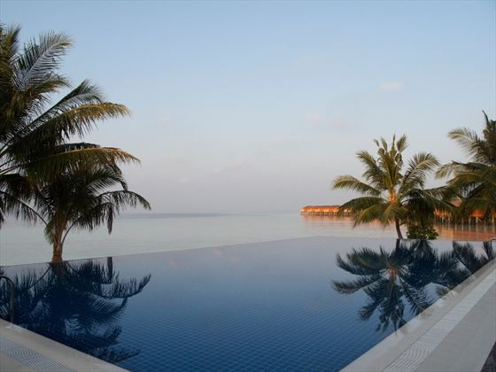 Vilamendhoo Sunset Bar Pool