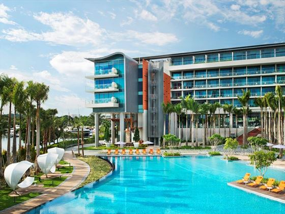W Singapore – Sentosa Cove, outdoor pool