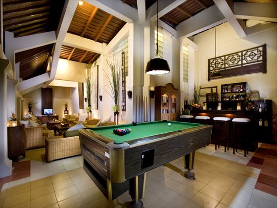 Waroeng Subak bar and lounge at Kamandalu Resort & Spa