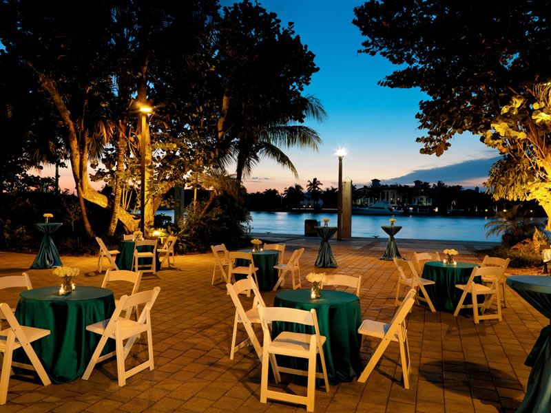 Bahia Mar Beach Resort, dining