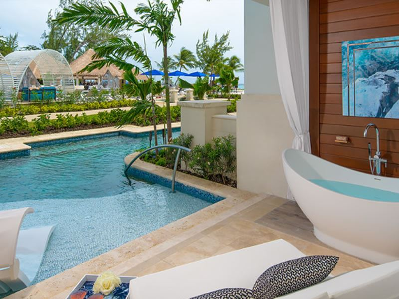Royal Seaside Crystal Lagoon Swim up One Bedroom Butler Suite Patio Tranquility Soaking Tub