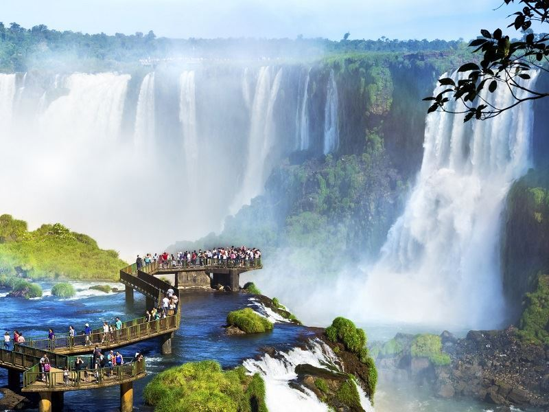 iguaza falls spectators