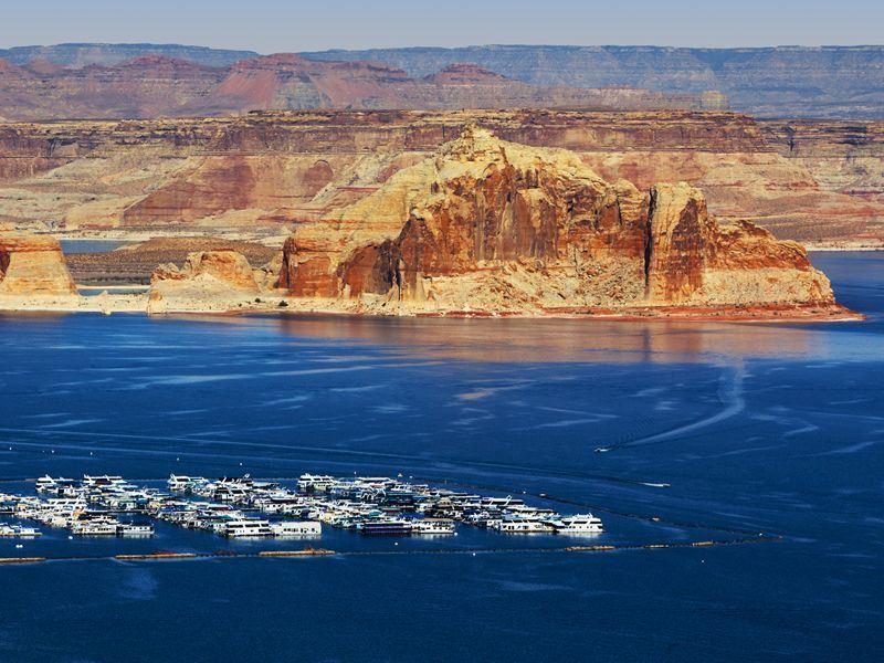 lake powell canyon and harbour