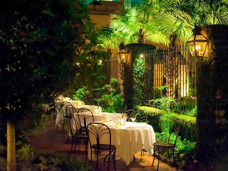 outside dining at peninsula grill charleston