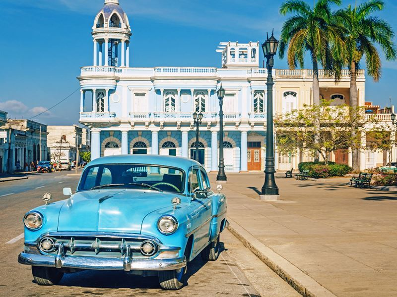 vintage car cienfuegos cuba