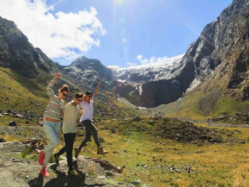 walking fiordland valley s island new zealand
